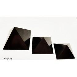 Сет от три полирани пирамиди от шунгит 3x3см , 4x4см, 5x5 см