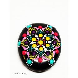 Полиран камък от шунгит с нарисувани елементи Мандала