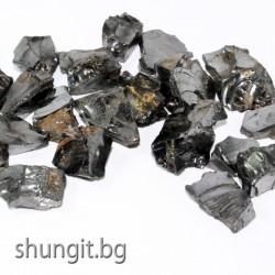 Елит шунгит късове с размер  1-2 сантиметра и  тегло около 3 грама