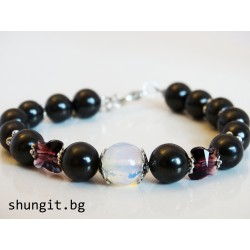 Гривна от шунгит, лунен камък и кристали сваровски
