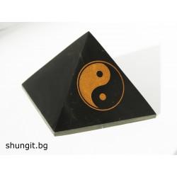 """Пирамида от шунгит 5x5 см(полирана) """"Ин-Ян"""""""